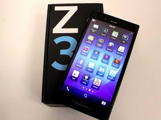 thay-man-hinh-mat-kinh-cam-ung-blackberry-z3-1