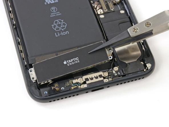 tu-thay-pin-iphone-7-plus-13