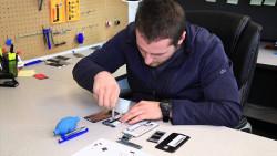Tại sao nên chọn nghề sửa chữa điện thoại
