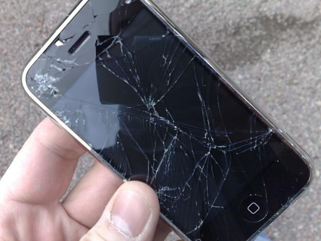 tac-hai-ban-can-biet-khi-co-tinh-su-dung-smartphone-bi-nut-mat-kinh-4