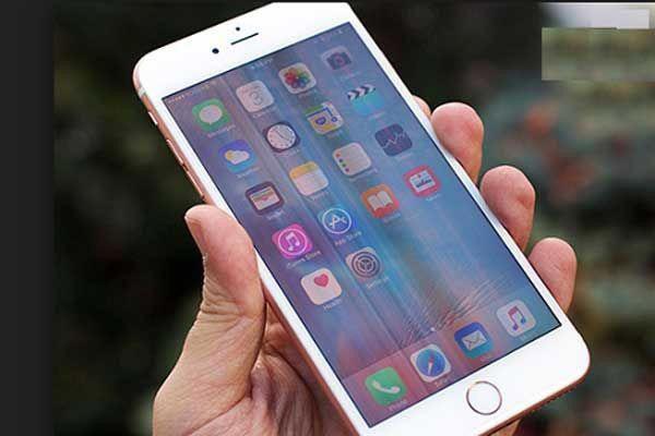 Màn hình iPhone bị sọc, bạn nên xử lí thế nào?