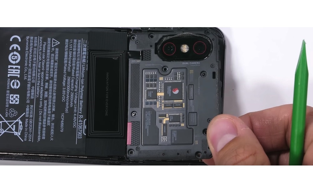 thay-camera-truoc-camera-sau-xiaomi-mi-8-explorer-2