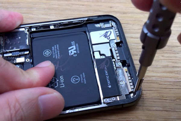 cach-thay-pin-iphone-x-4