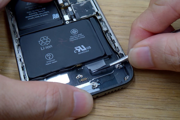 cach-thay-pin-iphone-x-6