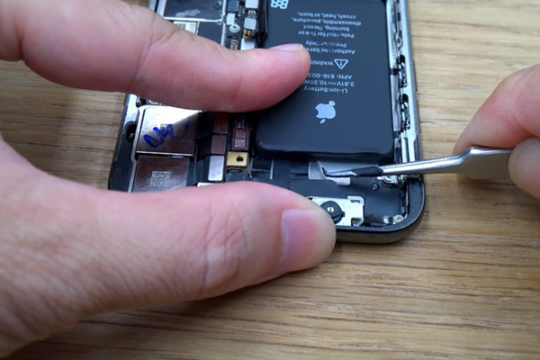 cach-thay-pin-iphone-x-7