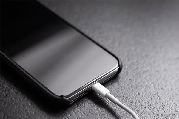 cách sạc pin iPhone 11 mới mua đúng cách - 02