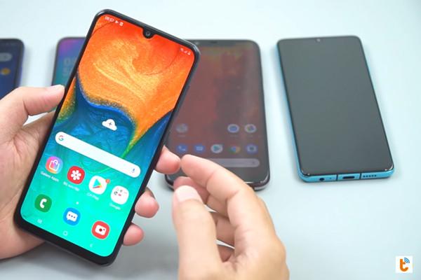cách chia đôi màn hình Android 9 Samsung - bước 1