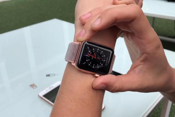 Giải đáp thắc mắc: Apple Watch có kết nối được với điện thoại Android không