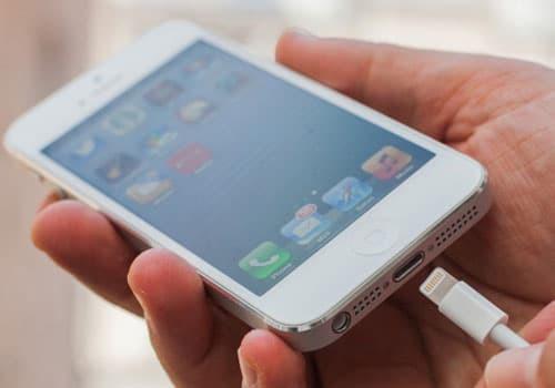 Giải đáp thắc mắc iPhone 5 sạc bao lâu thì đầy?