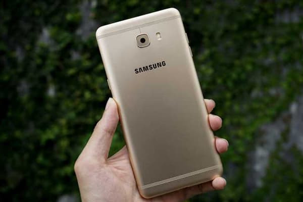 thay-camera-samsung-galaxy-c9-2