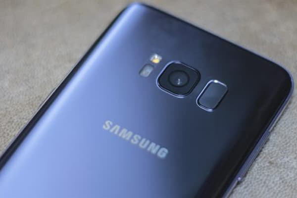 thay-camera-samsung-galaxy-s8-2