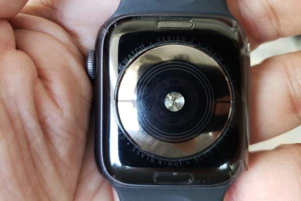 thay-de-sac-apple-watch-series-4-1