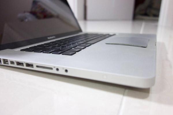 thay-pin-macbook-pro-2010-3