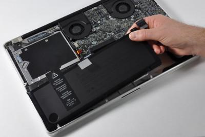 Thay pin Macbook Pro 2010