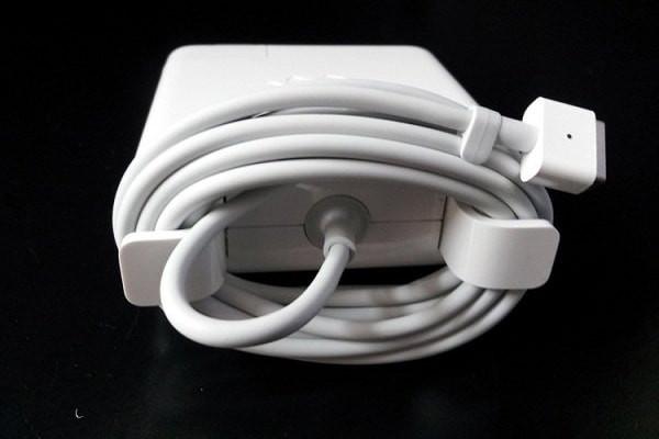 Cách quấn dây sạc Macbook đúng cách, hạn chế đứt gãy