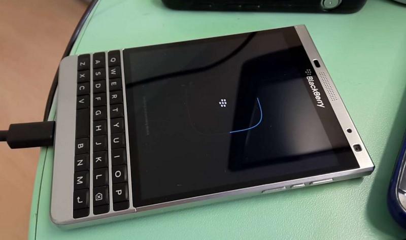 Lý do BlackBerry Passport không nhận sạc và hướng xử lý