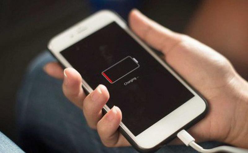 Vì sao iPhone không nhận pin? Làm thế nào mới khắc phục hiệu quả?